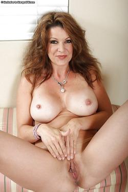 mes seins et mon cul de cougar pour jeune mec 063